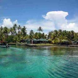 La laguna Chuuk guarda debajo de sus aguas los recuerdos desvaídos de la Segunda Guerra Mundial.