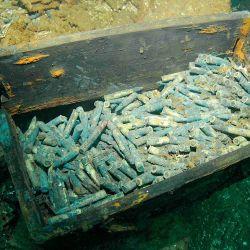 En la laguna azul se encontraron cajas de municiones.