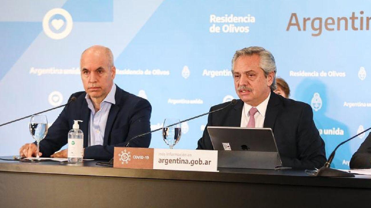 Horacio Rodríguez Larreta junto a Alberto Fernández en conferencia de prensa.