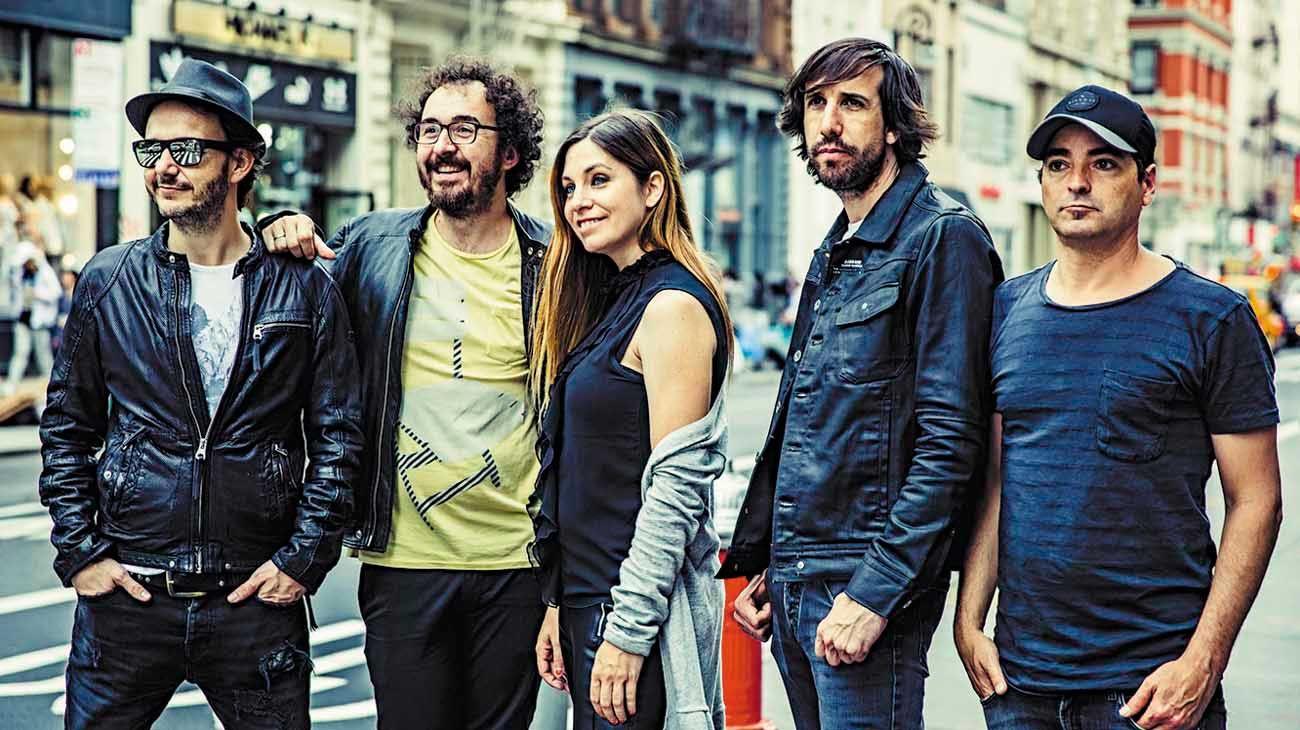 Juntos.  La nueva canción es la antesala al octavo disco de estudio de la famosa banda española.
