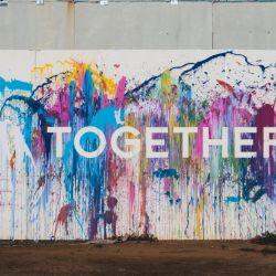 """""""Juntos"""". Leyenda que apareció en un suburbio de Tel Aviv, Israel."""