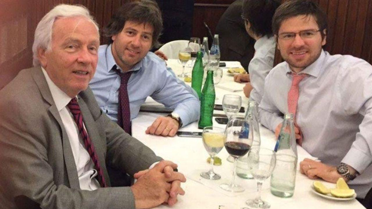 Carlos Alberto, Juan Bautista e Ignacio Mahiques, durante un almuerzo familiar en una pausa laboral. | Foto:Cedoc.