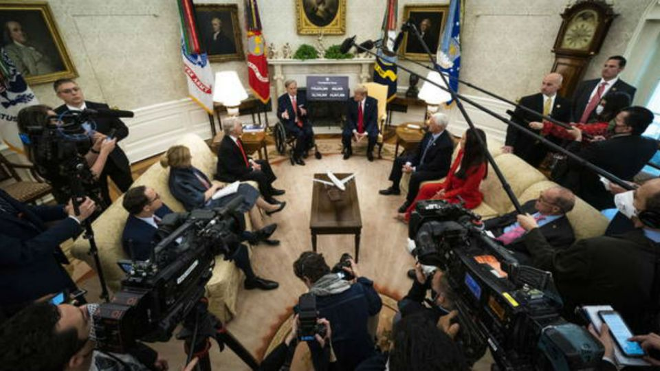 La reunión del presidente con representantes: ni barbijos ni la distancia recomendada.
