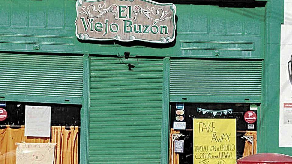 Novedoso. Bares como El Viejo Buzón, en Caballito y El Símbolo incorporaron menúes para retirar en sus locales.