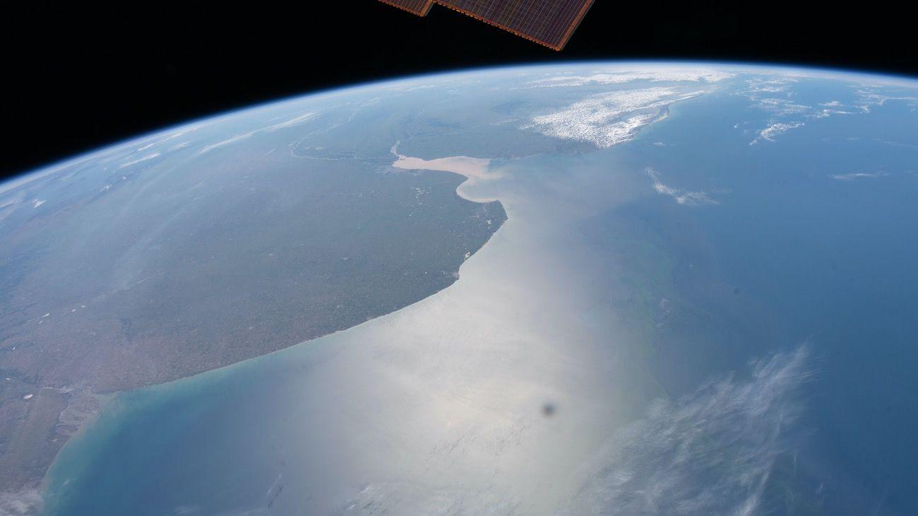 El delineado perfecto de la provincia de Buenos Aires vista desde la Space Station, incluso la desembocadura del Río de la Plata.