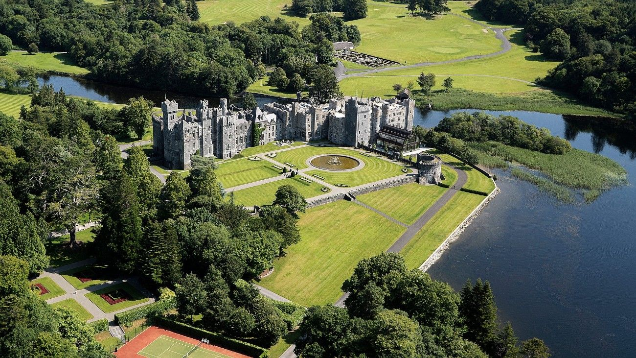 El castillo de Ashford fue tan bien conservado que hoy se convirtió en un hotel de lujo. Perteneció a la familia Guiness.