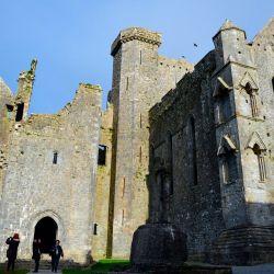 Hay muchos mitos asociados con el gran castillo conocido como la Roca de Cashel, Rock of Cashel.
