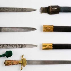 En 1936 se introducen los famosos cuchillos de vestir en dos patrones, el regular o estándar y el de lujo.