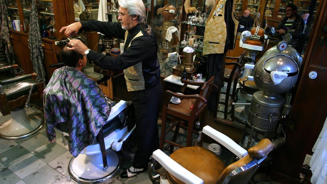 Los salones de peluquerías en actividad.