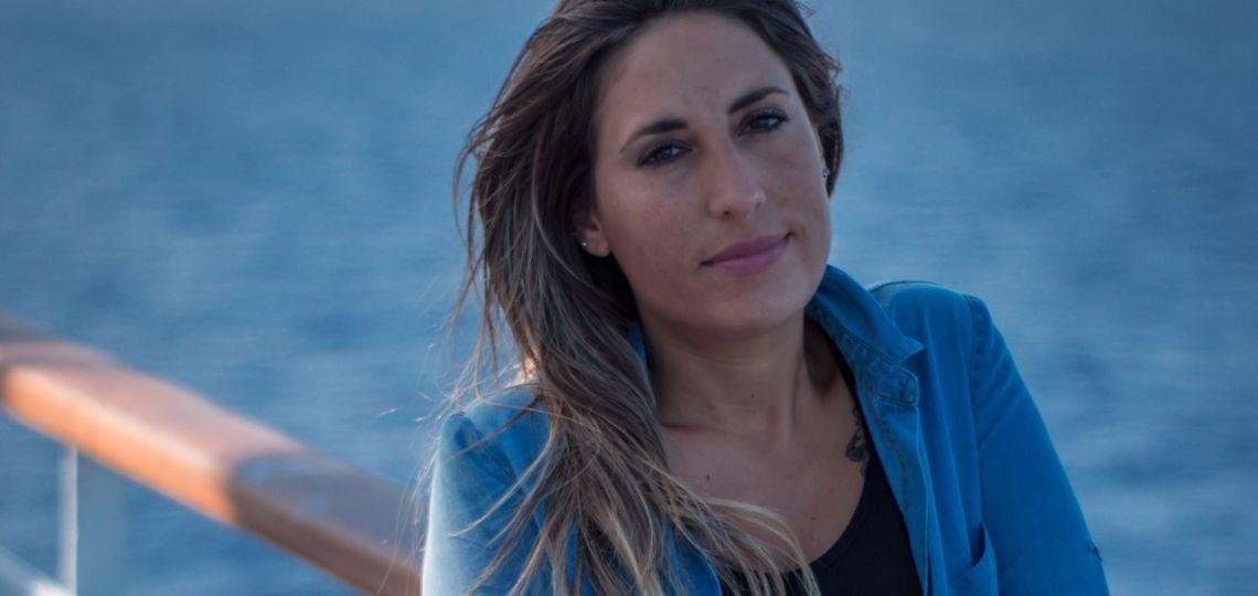 Dos meses en alta mar: la odisea (aún sin fin) de una cantante argentina