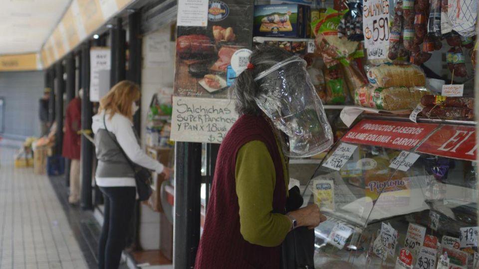 Hoy reabren en la ciudad de Buenos Aires con la flexibilización de la cuarentena locales comerciales de distintos rubros :-Pablo Cuarterolo fotos del mercado de rivadavia y Rojas en Caballito