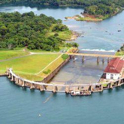 El Canal de Panamá no existiría sin el Gatún, ya que de aquí sale toda el agua que se utiliza para permitir el paso de los barcos.