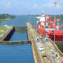 Para que un barco pase por el Canal de Panamá es necesario utilizar 50 millones de galones de agua.