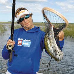 Siempre es importante utilizar un copo para no lastimar al pez.