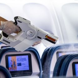 Delta recurre a la nebulización interior por la noche para desinfectar todos los aviones, tanto en vuelos domésticos con internacionales.