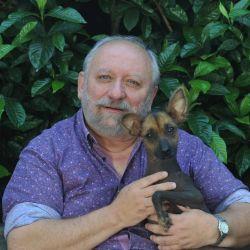 National Geographic grabó, con el veterinario Juan Enrique Romero, una serie de cápsulas en las que brinda consejos sobre el cuidado de las mascotas en tiempos de cuarentena.