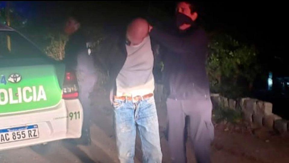 Detuvieron a un escribano que arrojaba un cuerpo descuartizado en el río Luján