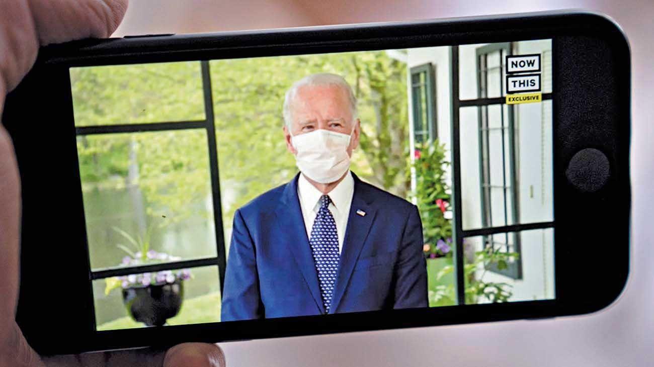 Campaña sin masas. El demócrata está aislado y solo dialoga por teléfono con sus asesores.