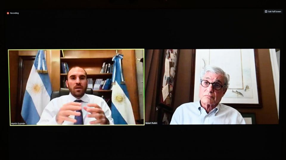 El ministro Martín Guzmán, en la videoconferencia con el ex secretario del Tesoro Robert Rubin.