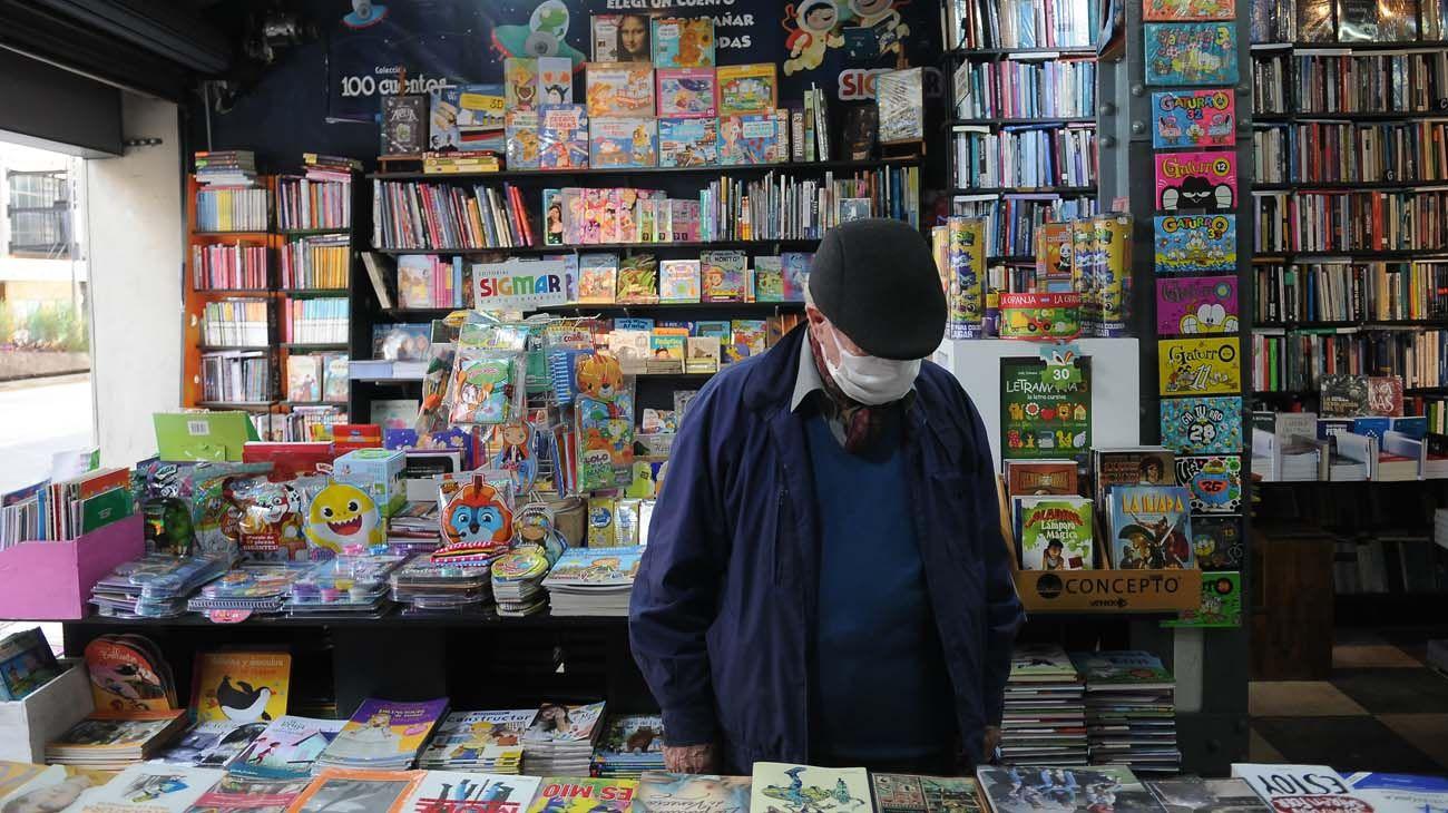 En Av. Corrientes, desde Riobamba hasta la Av. 9 de Julio se cuentan unas quince librerías de ejemplares nuevos, usados y descatalogados.