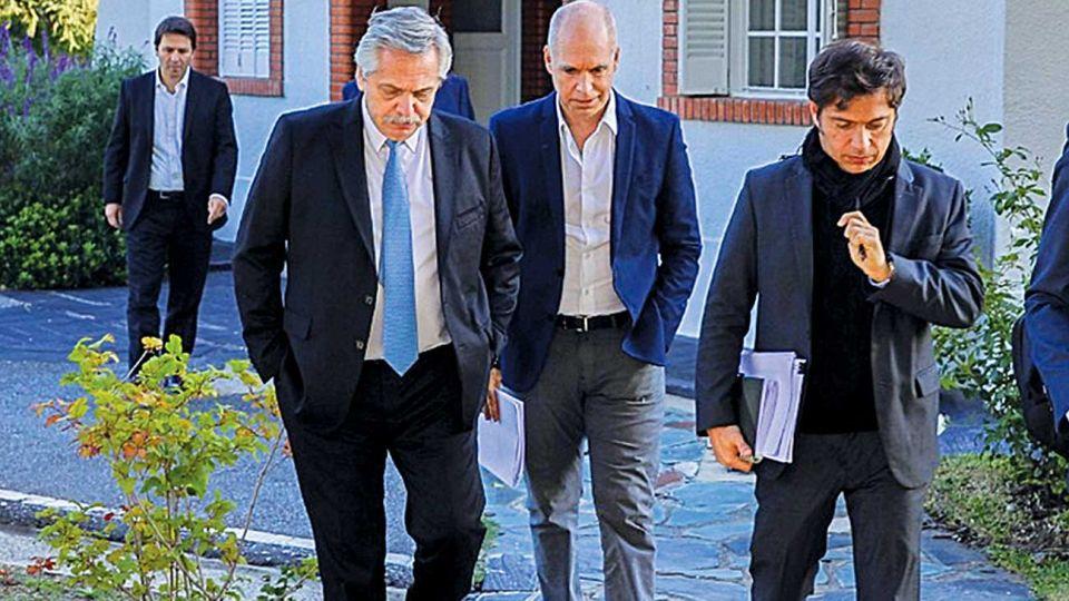 Juntos. El Presidente pretenden coordinar con Horacio Rodríguez larreta y Axel Kicillof las siguientes fases de la cuarentena que deberán anunciar la semana próxima.
