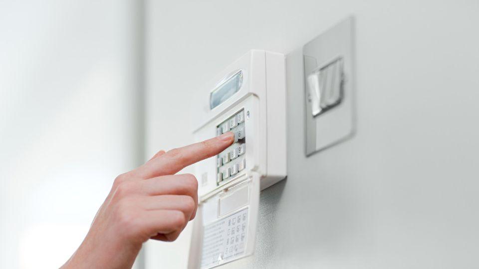 Para aumentar la seguridad y resguardar los objetos de valor en tu hogar, PROSEGUR te ofrece el servicio de Caja de Seguridad Monitoreada.