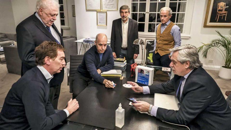 Visita oficial. Larreta y Santilli estuvieron ayer con Alberto Fernández para analizar la flexibilización.