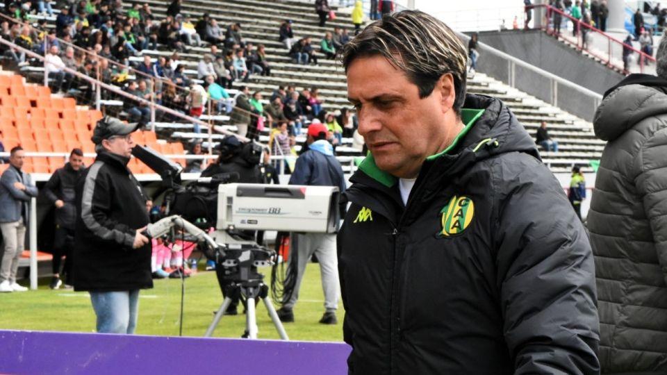 HOYOS. El entrenador de Villa María totalizó 15 partidos en el banco de Aldosivi. Su cosecha alcanzó el 37,77 por ciento.