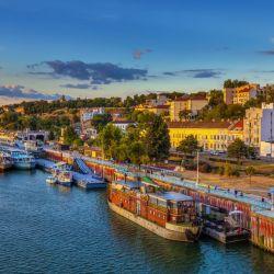 Belgrado, en Serbia, es la ciudad de moda de los Balcanes. Y aunque no es precisamente el destino turístico más popular en Europa como consecuencia de la guerra de la década del '90, la capital de Serbia se ha convertido en una auténtica ciudad trendy que espera ser descubierta por el turismo internacional.