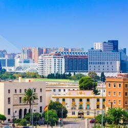 La preciosa y moderna Valencia es una alternativa que no tiene mucho que envidiarle a la cercana capital catalana.