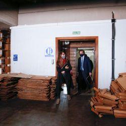 Gómez Alcorta y Cafiero recorren el edificio. | Foto:CEDOC.