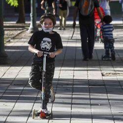 2020-05-16 - 19:01:00 hs.  Cordoba: Primer dia de salida recreativa para las familias  Las familias aprovecharon el primer dia de salidas recreativas en la ciudad de Córdoba, muchos salieron con sus bicicletas o monopatines | Foto:telam