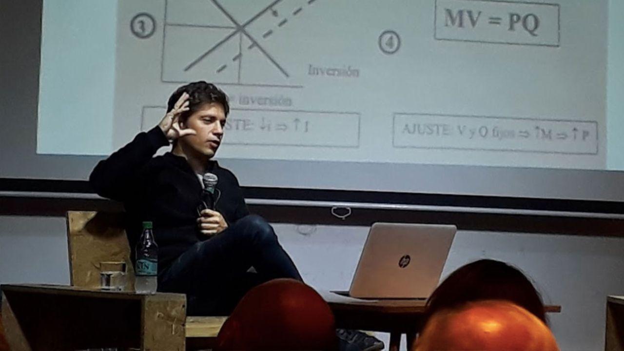 Axel Kicillof en una charla en el Centro Cultural Morán. | Foto:Cedoc