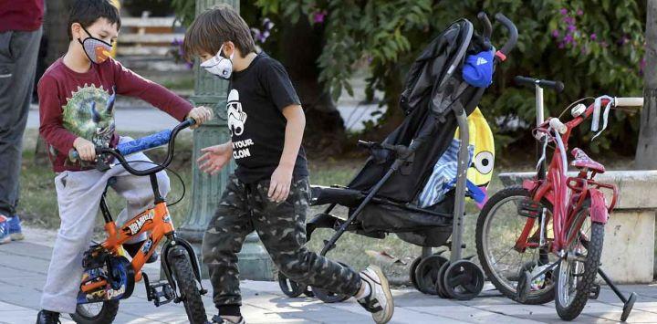 2020-05-16 - 19:01:00 hs.  Cordoba: Primer dia de salida recreativa para las familias  Las familias aprovecharon el primer dia de salidas recreativas en la ciudad de Córdoba, muchos salieron con sus bicicletas o monopatines