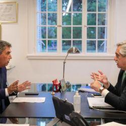 El titular del Enacom, Claudio Ambrosini, junto al presidente Alberto Fernández.