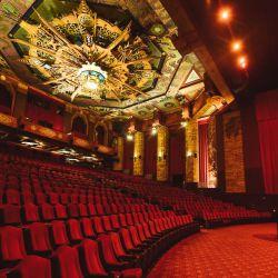 HOLLYWOOD, CALIFORNIA - 18 DE MAYO: El historiador y gerente general del Teatro Chino TCL, Levi Tinker, asiste al 93 cumpleaños del Teatro Chino TCL en el Teatro Chino TCL el 18 de mayo de 2020 en Hollywood, California. Uno de los lugares más populares del mundo. Un promedio de más de 20,000 personas al día durante la temporada alta de turismo visitan el Teatro Chino TCL, que ha estado cerrado desde principios de marzo de 2020 debido a la pandemia de Covid-19. Matt Winkelmeyer / Getty Images / AFP | Foto:AFP