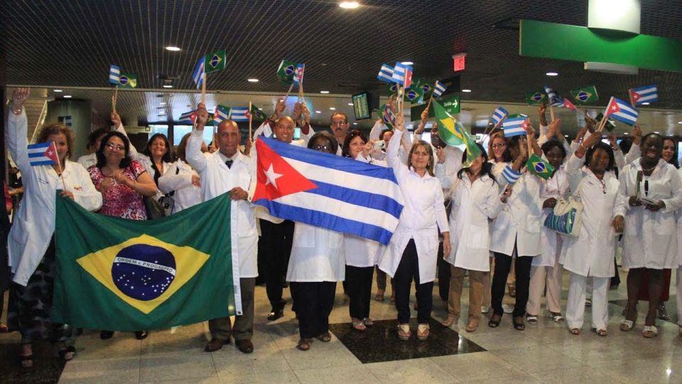 Cuba canceló la colaboración por las críticas del presidente brasileño a los profesionales.
