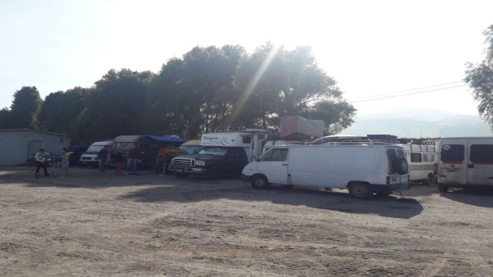 Una parte de la caravana de argentinos varados en Perú con sus vehículos, rumbo a casa.