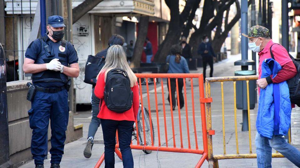 Ciudades de Córdoba, Buenos Aires y Río Negro dieron marcha atrás con la flexibilización