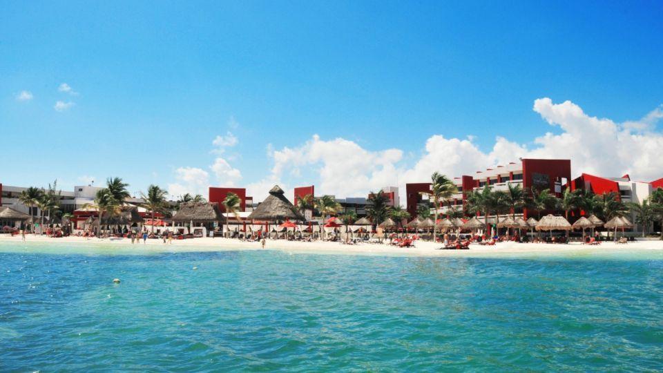 Cancún quiere salir de la crisis volviendo a recibir turistas, para lo que comenzaron a adaptar sus protocolos a la protección de sus huéspedes contra el Covid-19