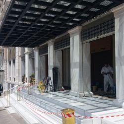 A pasos acelerados, los hoteles de Grecia se preparan para volver a recibir turismo tomando precauciones higiénicas y favoreciendo el distanciamiento ente sus huéspedes en las áreas comunes.