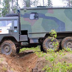 Este Volvo cuenta con grandes capacidades off road, es capaz de atravesar con facilidad terrenos duros o inestables.
