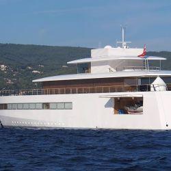 Así es el I-Yacht, el yate que mandó a diseñar Steve Jobs: minimalista pero con lo último en tecnología.