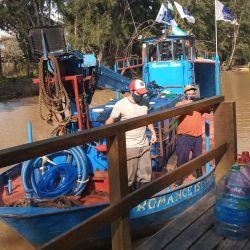 La empresa Agua y Saneamientos Argentinos (AySA) volvió a entregar agua potable en las islas del Delta, en el marco de la situación de emergencia sanitaria y la medida de aislamiento obligatorio por el Covid-19. Foto: Télam.   Foto:Télam
