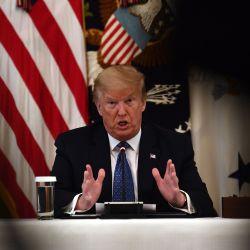 El presidente de los Estados Unidos, Donald Trump, habla durante una reunión con su gabinete el 19 de mayo de 2020 en la Sala del Gabinete de la Casa Blanca en Washington, DC. (Foto por Brendan Smialowski / AFP) | Foto:AFP