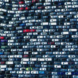 LOS ÁNGELES, CALIFORNIA - 20 DE MAYO: Una vista aérea de coches de alquiler estacionados en el Dodger Stadium en medio de la pandemia de coronavirus el 20 de mayo de 2020 en Los Ángeles, California. Con la temporada de Major League Baseballs retrasada debido a COVID-19 y la escasez de autos de alquiler con la mayoría de los viajes restringidos, las compañías de autos de alquiler han estacionado vehículos excedentes en el lote ya que tienen una capacidad limitada para estacionarlos en otro lugar. Mario Tama / Getty Images / AFP   Foto:AFP