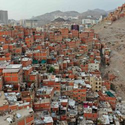 Una fotografía tomada el 19 de mayo de 2020 muestra el área despejada en el vecindario de Nakasa en la ciudad sagrada musulmana de La Meca, parte de un plan de la Autoridad de Desarrollo de La Meca para reconstruir esta área. (Foto por - / AFP) | Foto:AFP