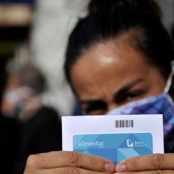 La Plata:Entregan la tarjeta Alimentar a unos mil platenses en sede local de Anses. Foto: Télam. | Foto:Télam