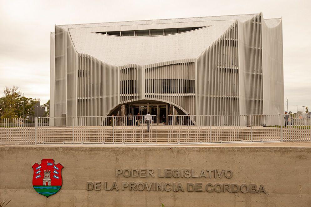 Reforma express | Córdoba aprobó un ajuste jubilatorio para bajar el déficit