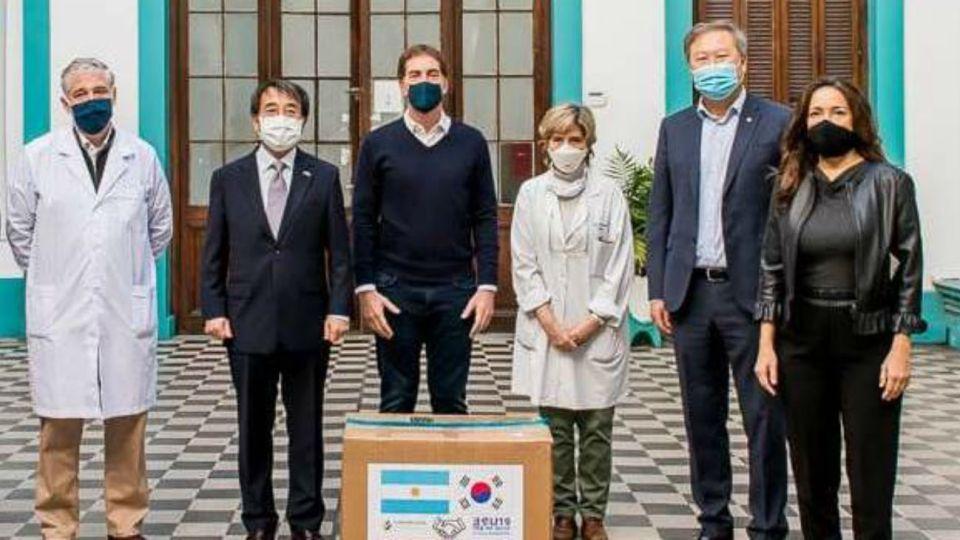 Las autoridades porteñas junto al embajador coreano y el titular de la comunidad local.